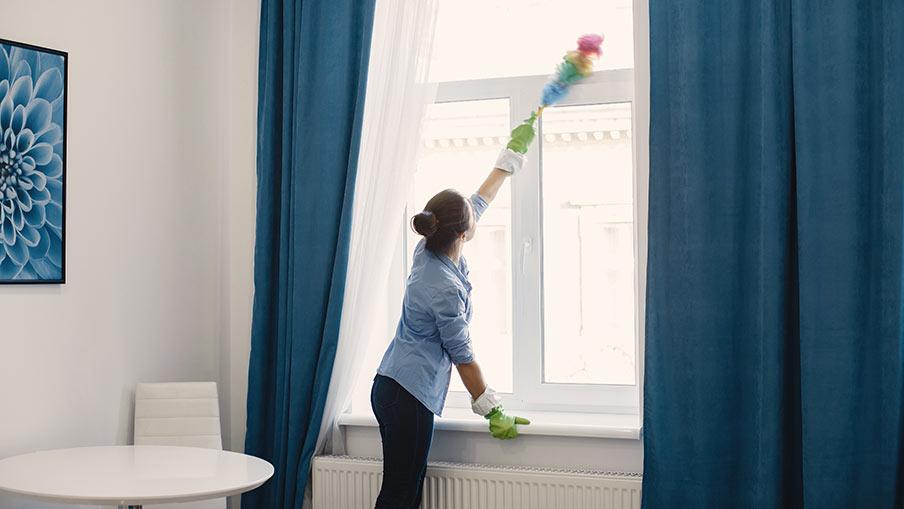 Städa hemma själv – eller anlita firma?